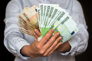 Säästä rahaa ja yhdistä lainat