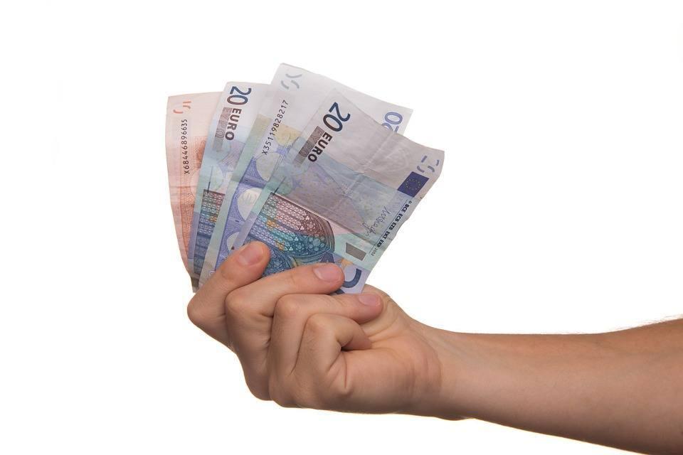 Pikavippi 600 euroa tilille nopeasti netistä